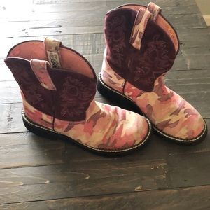 Ariat Fatbaby pink camouflage boots